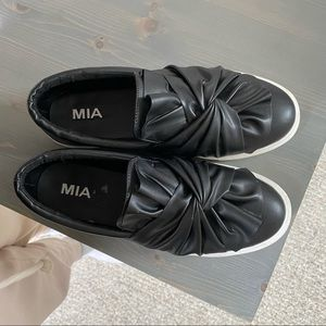 Mia sneakers